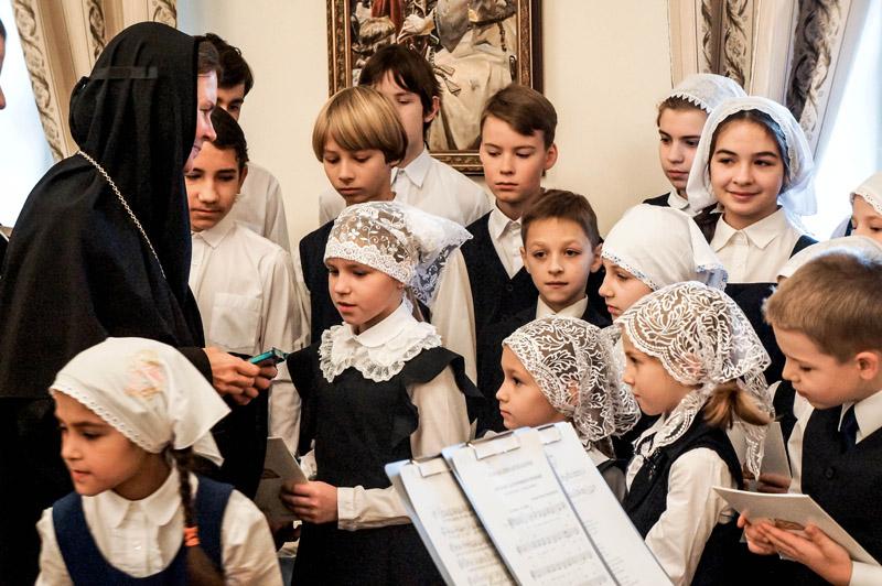 Ученики монастырской школы, поздравление с праздником Архистратига Михаила