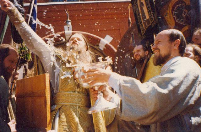 Крестный ход на престольный праздник Всех святых