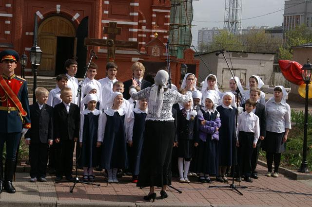 Выступление хоровой студии нашей школы на празднике День Победы